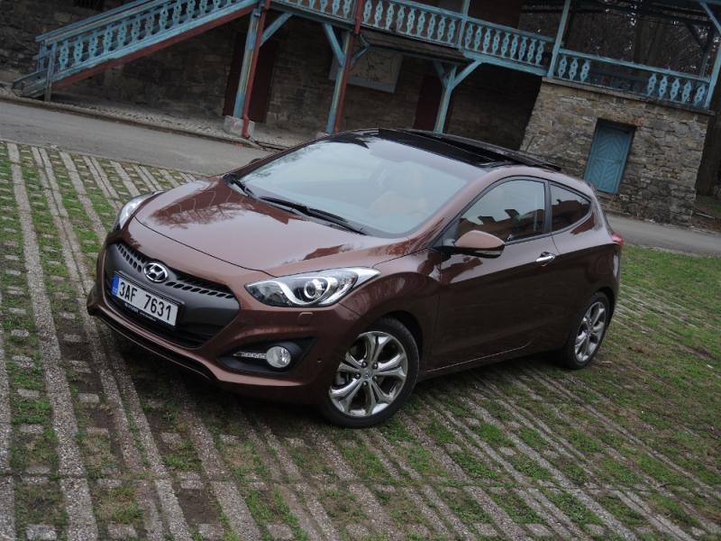 TEST Hyundai i30 3dv. 1,6 CRDi Premium Trikolor