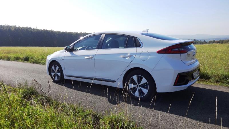 TEST Hyundai Ioniq Plug-In Hybrid – babí léto s pluginem